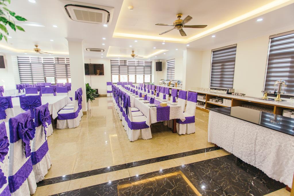 164471529 white crown hotel restauran.jpg
