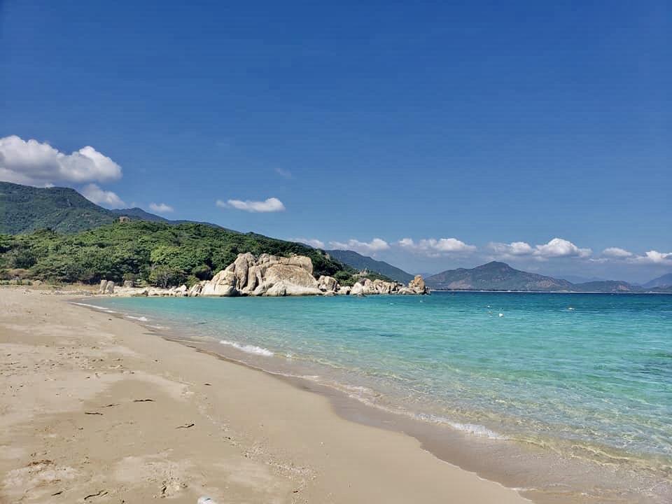 Bãi Kinh đối diện Đảo Bình Hưng