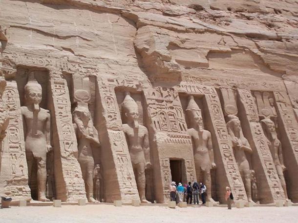 Nefertaris-temple.jpg